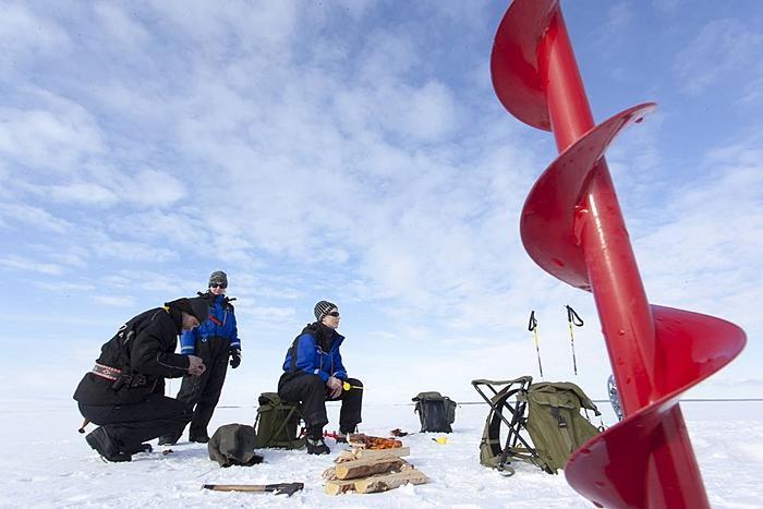 laponia con hijos laponia romantica icefishing
